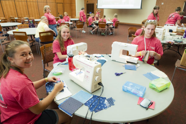 4H youth camp making quilts