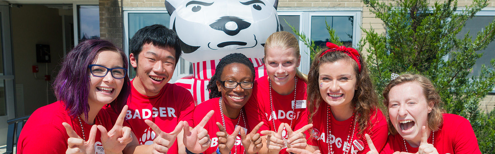 Badger Buddies helping with fall move-in