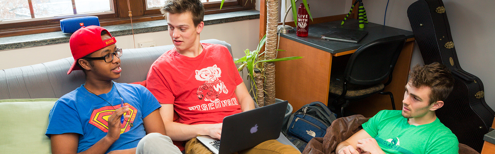Students in a resident room in Kronshage Hall