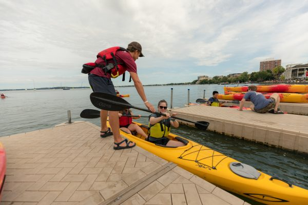 BLC residents go kayaking with Hoofers