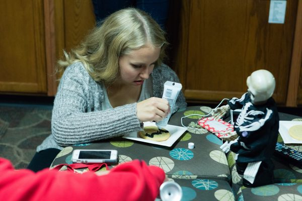 BLC resident decorating a cookie