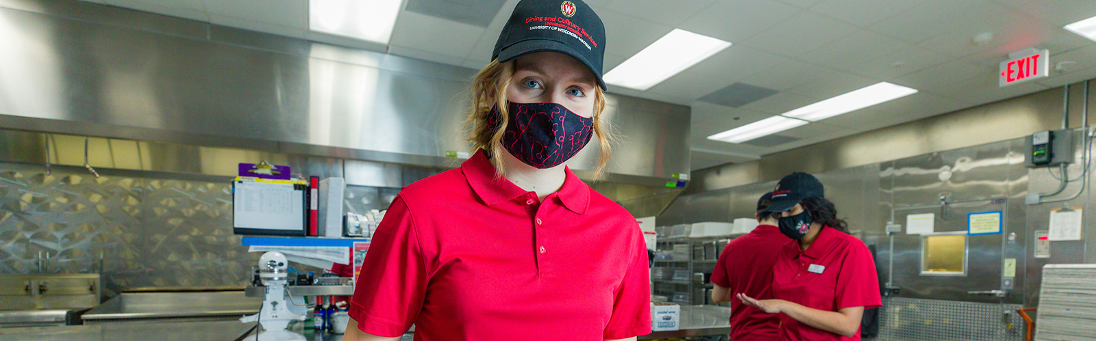 Dining student employee preparing food at Four Lakes Market