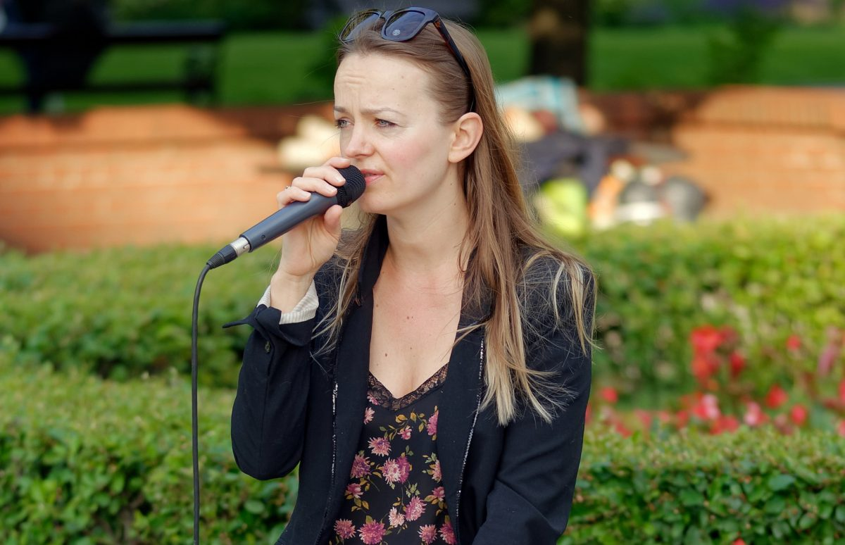 Women singing in a microphone